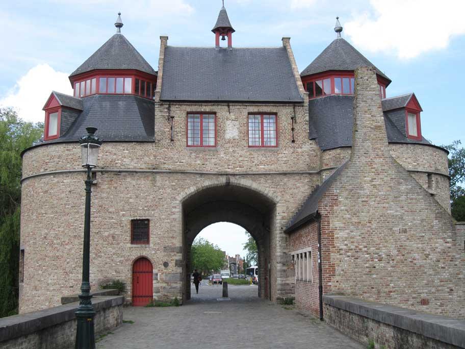 ブルージュ,城門