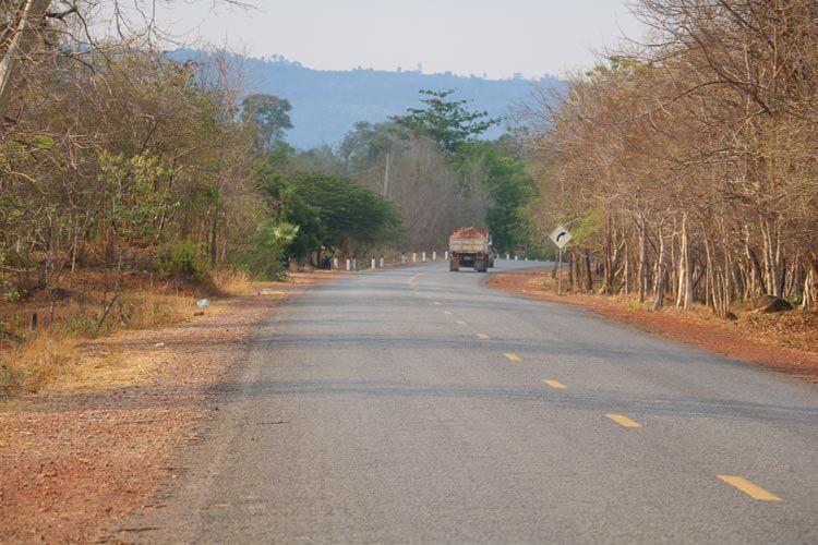 ベンメリア遺跡周辺の道路