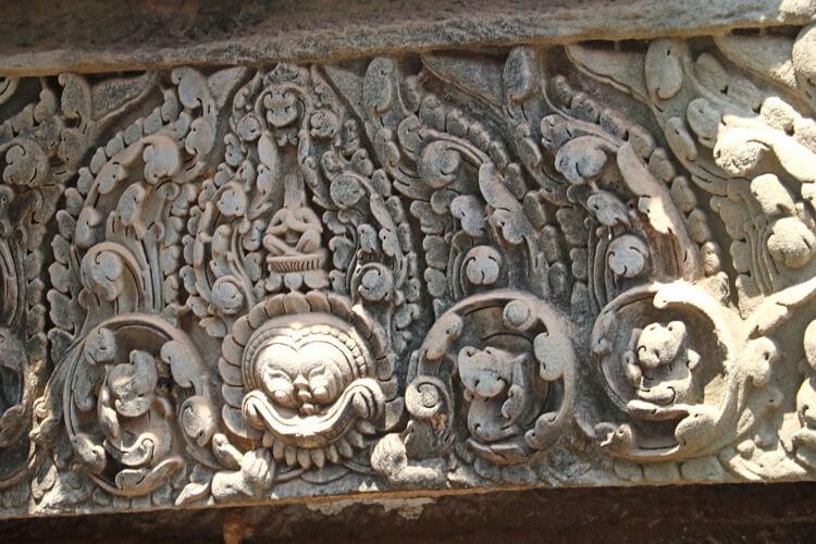 バイヨン寺院の壁面に掘られらレリーフ
