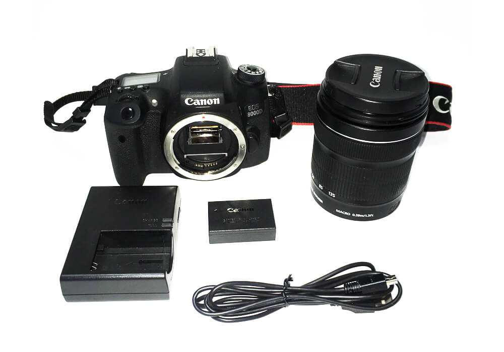 EOS 8000D(W)・EF-S18-135 IS STM レンズキットの商品構成
