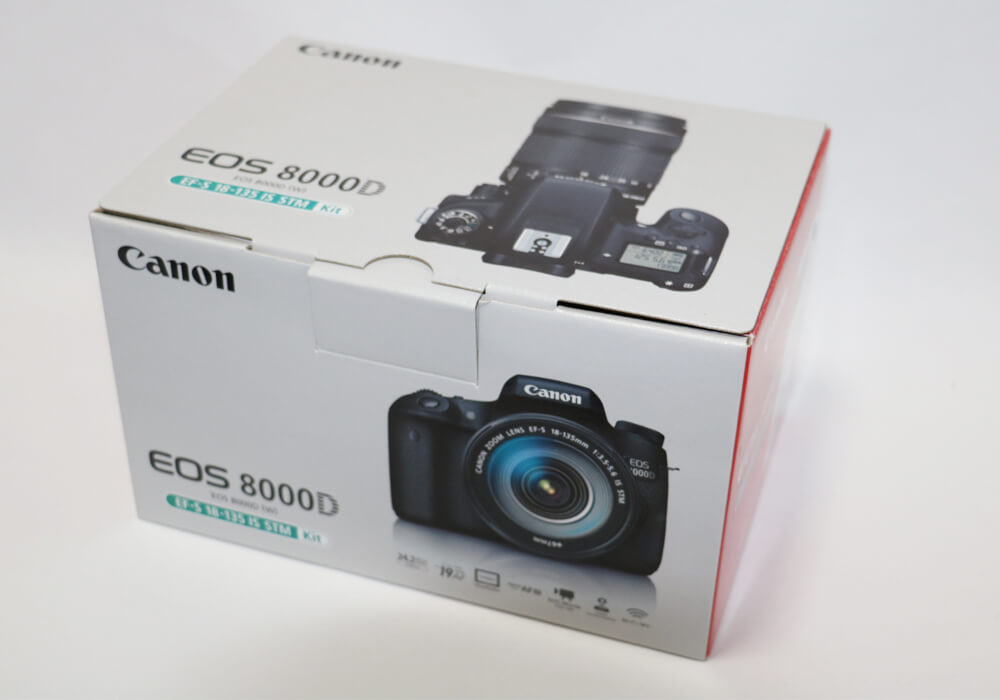 EOS 8000Dの箱