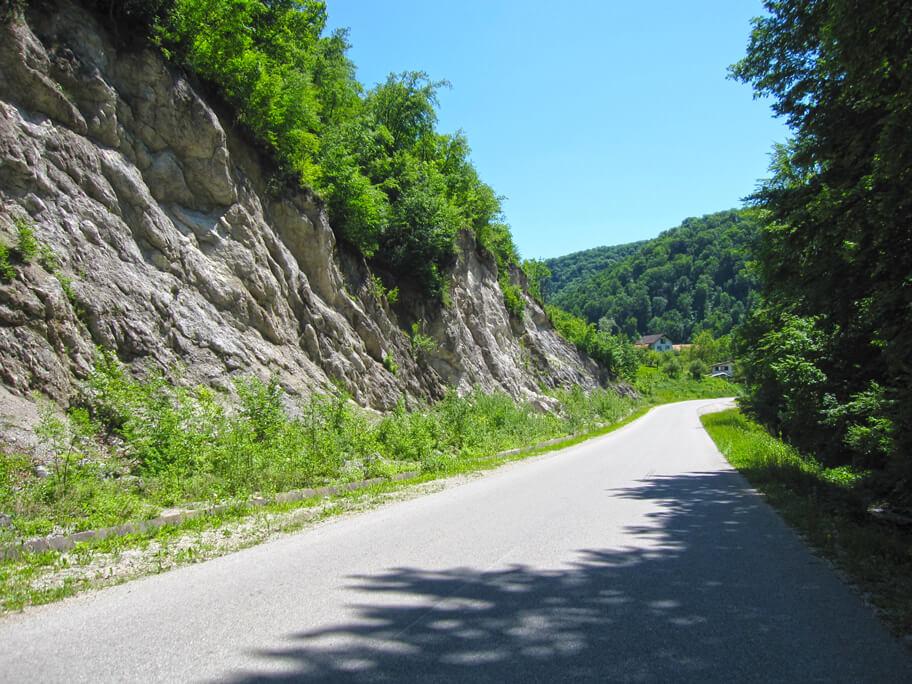 サモボルの山道
