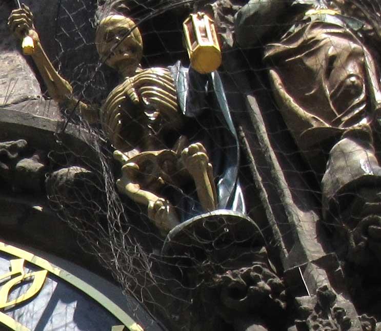 プラハの天文時計の彫像