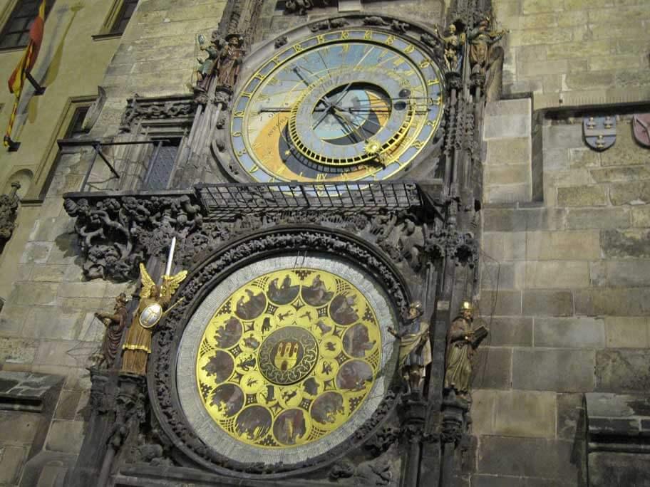 夜のプラハの天文時計