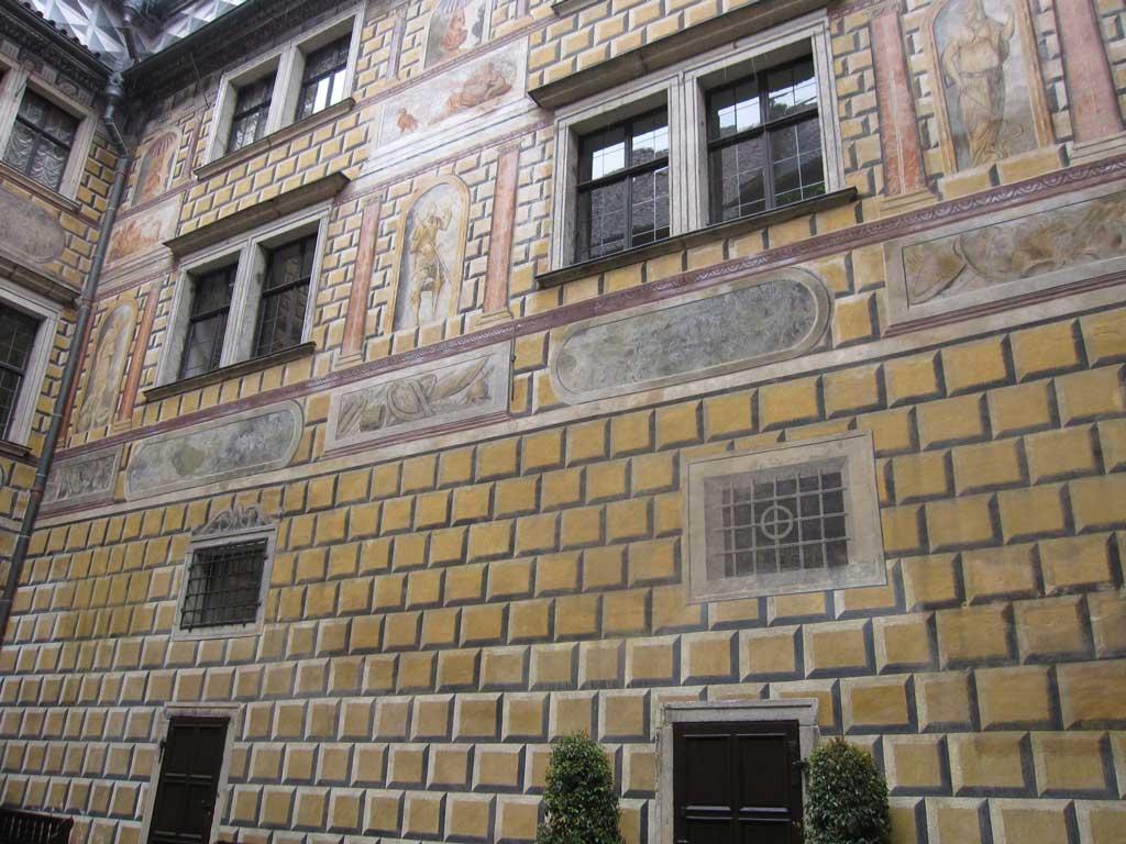 チェスキークルムロフのクルムロフ城,だまし絵の壁