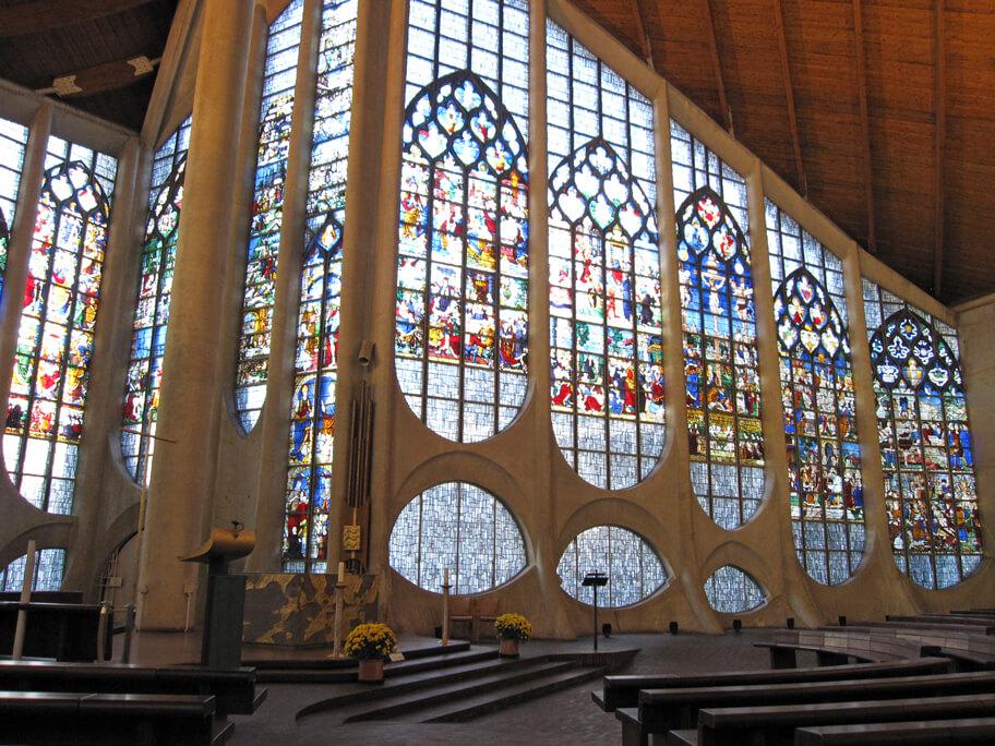 ジャンヌ・ダルク教会のステンドグラス
