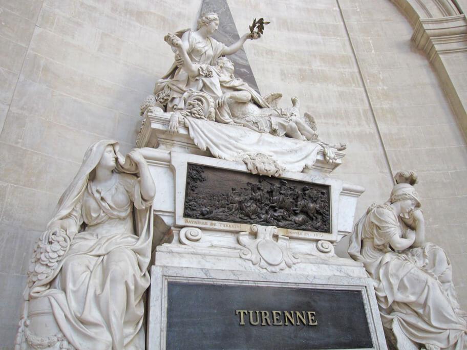 ドーム教会にあるテュレンヌの廟