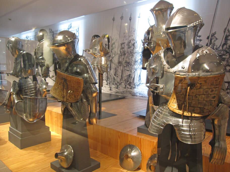 アンヴァリッドの軍事博物館に展示されている鎧