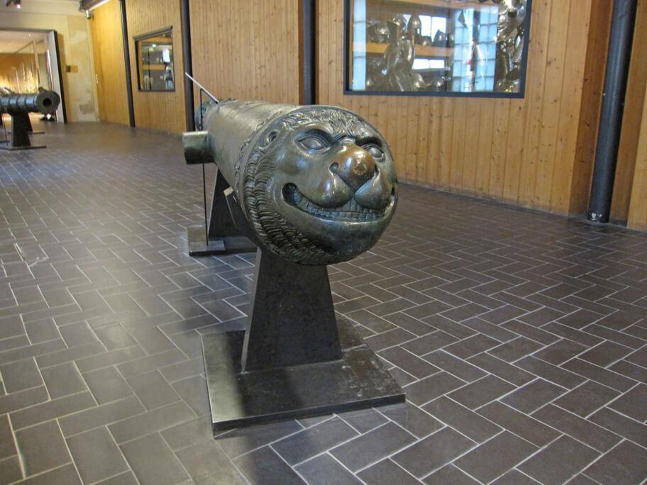 アンヴァリッドの軍事博物館に展示されている大砲