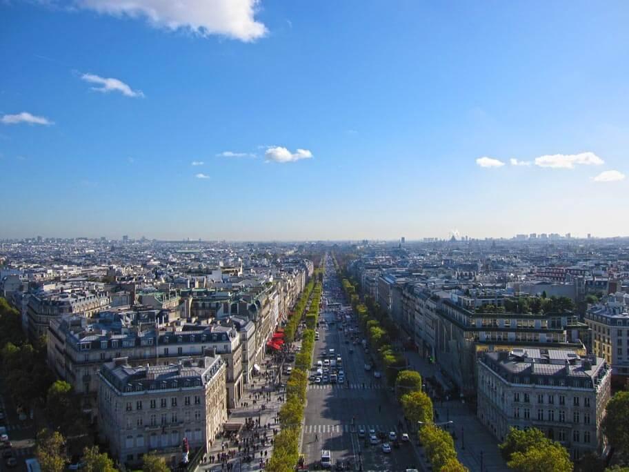 凱旋門から見える前方の景色