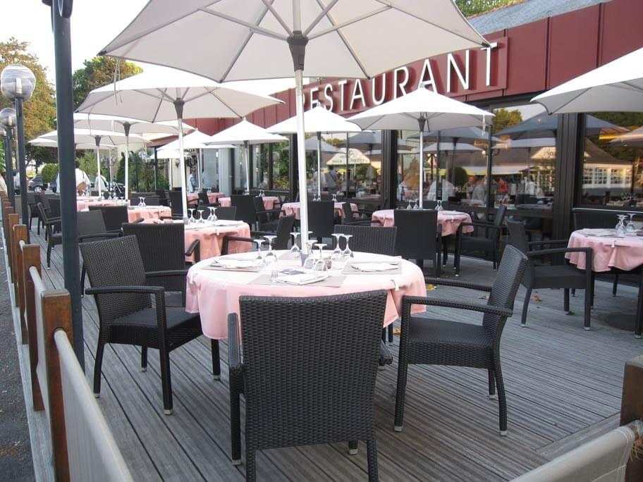 モンサンミッシェルの島の外にあるレストラン