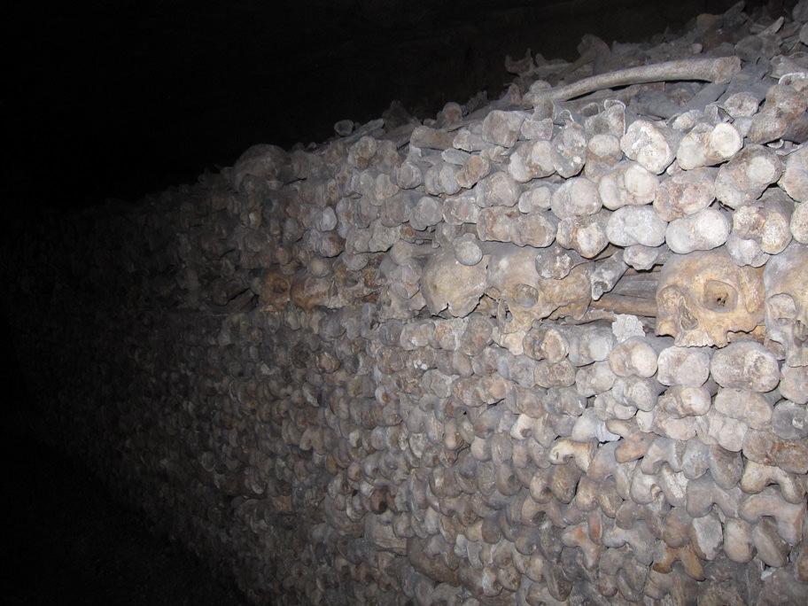 カタコンブ・ド・パリに納骨されている遺骨