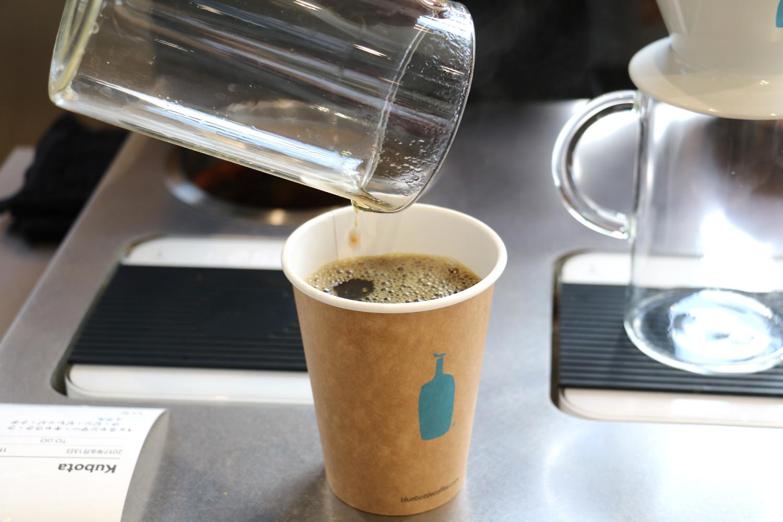 ブルーボトルコーヒー清澄白河ロースタリー&カフェのバリスタによるドリップコーヒー
