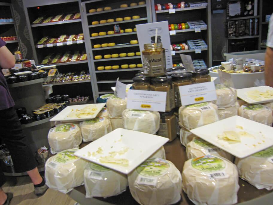 Henri Willig Cheese & Moreの店内にあるチーズ