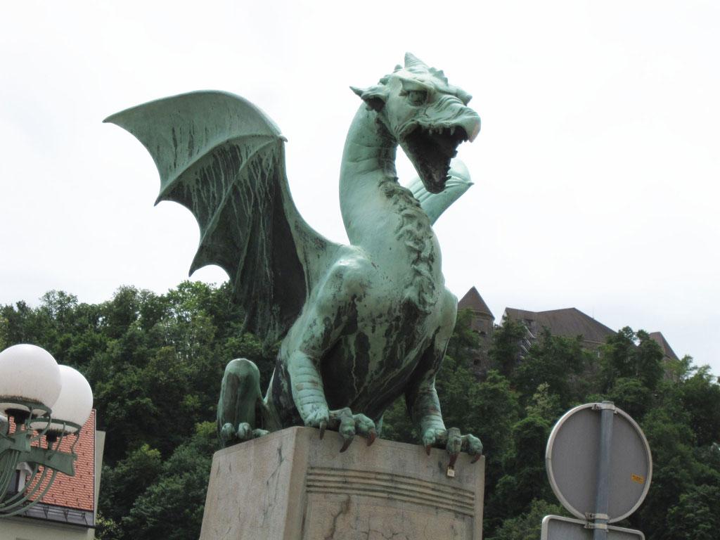 竜の橋にある竜の彫刻,リュブリャナのシンボルであるドラゴン