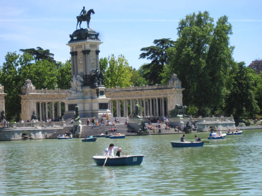 レティーロ公園の池