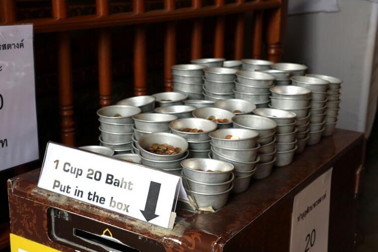 108の鉢に入れる硬貨を交換してくれる所