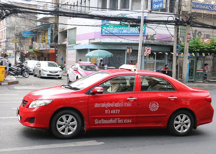 タイ,バンコクのタクシー,赤色